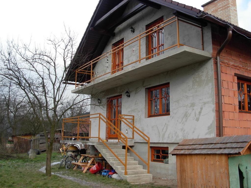 z%c3%a1bradl%c3%ad-balkony_001-jpg